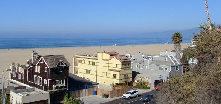 Residential moving companies Los Angeles CA will are moving Santa Monica beach houses every day
