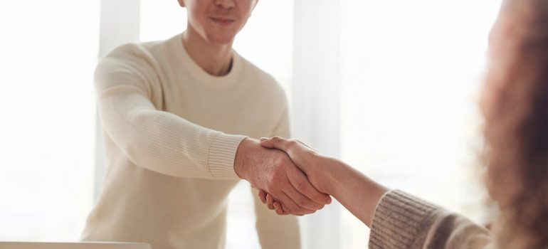 A man and woman shaking hands - prepare for your relocation to NYC