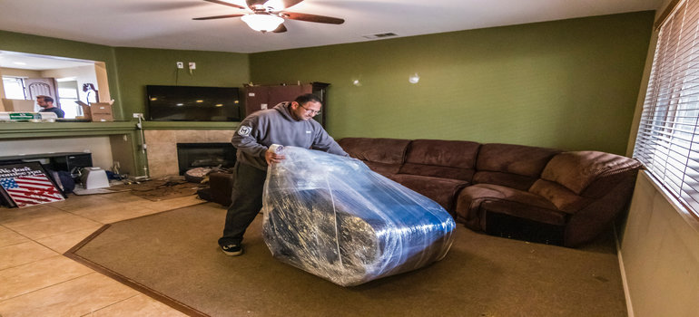 commercial movers Los Angeles packing and moving bulky items