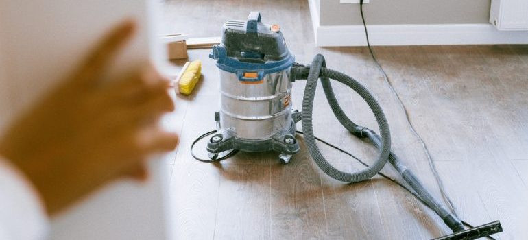 -a vacuume cleaner