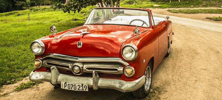 an oldtimer car