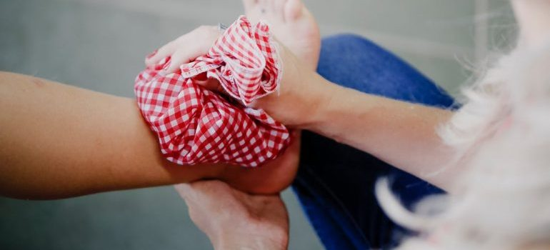 ice on ankle