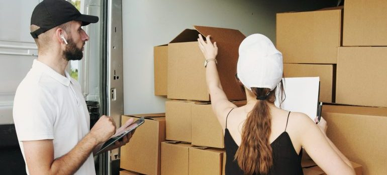 helping seniors to pack for a move