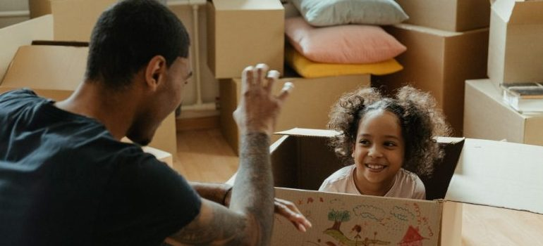 girl-in-the-moving-box-smiling-at-her-father