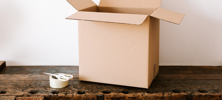 Protect wooden furniture from damage boxes