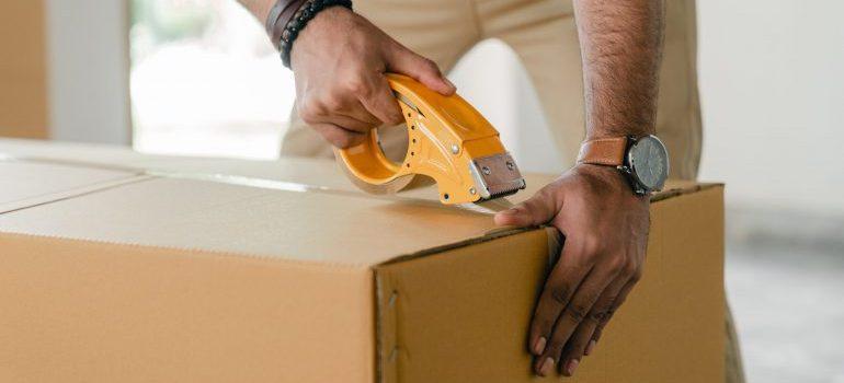 A man taaping a box